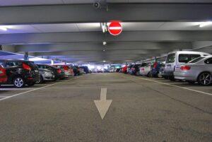 Parkolás a reptér mellett