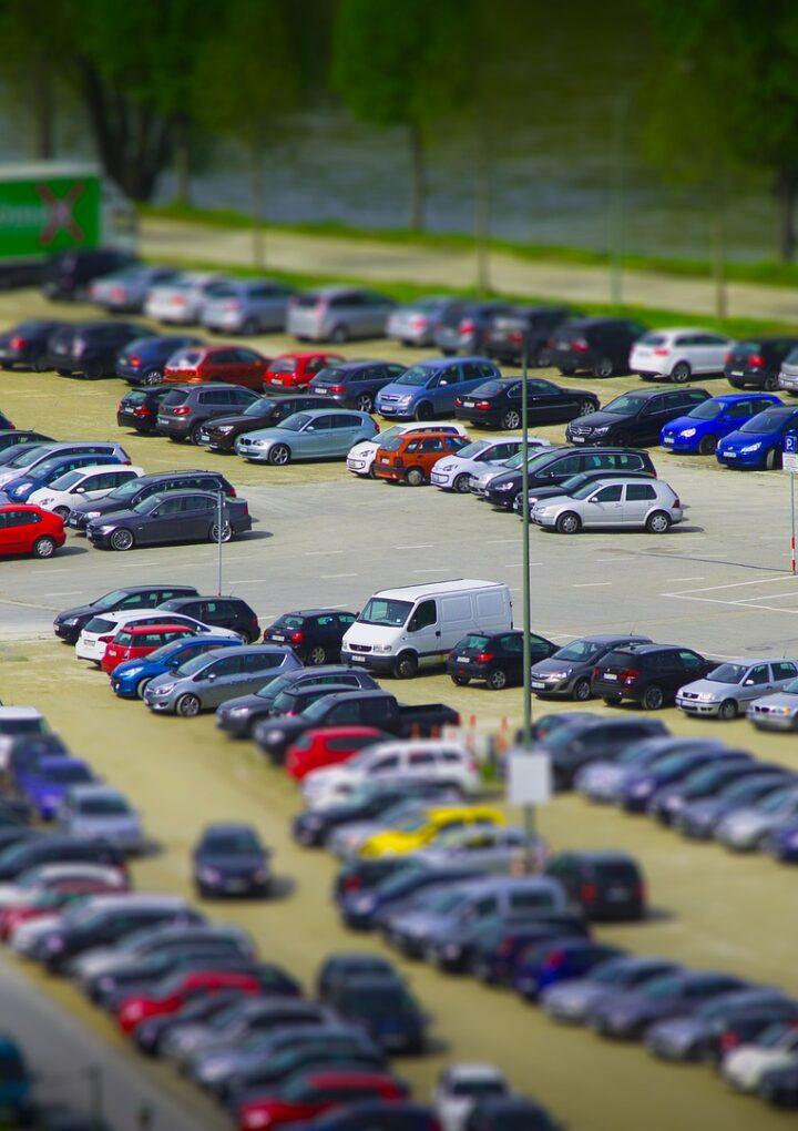 Mit kínál a reptéri parkoló?