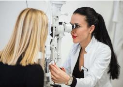 Így zajlik egy lézeres szemműtét vizsgálat Debrecenben